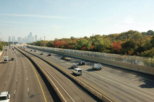 Photo of Dallas Interstate 30 after addition of transparent soundwall